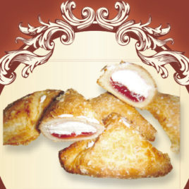 Rożki  croissant z maliną i bitą śmietaną